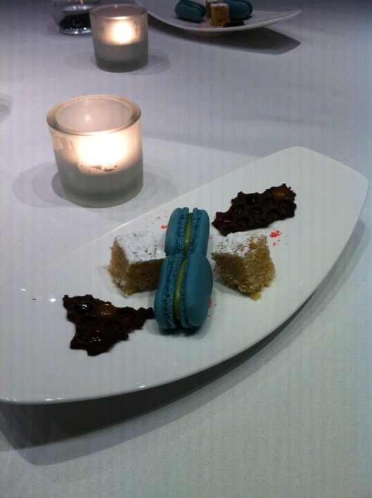 Petit four with exquisite macaroons