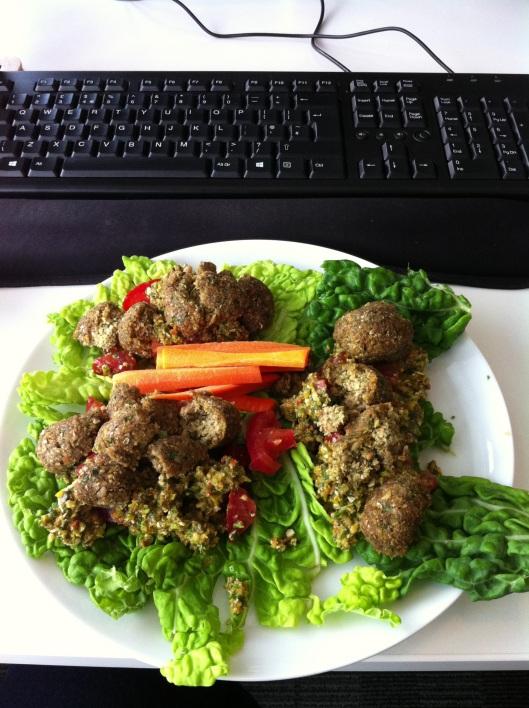 Raw food falafels al desko